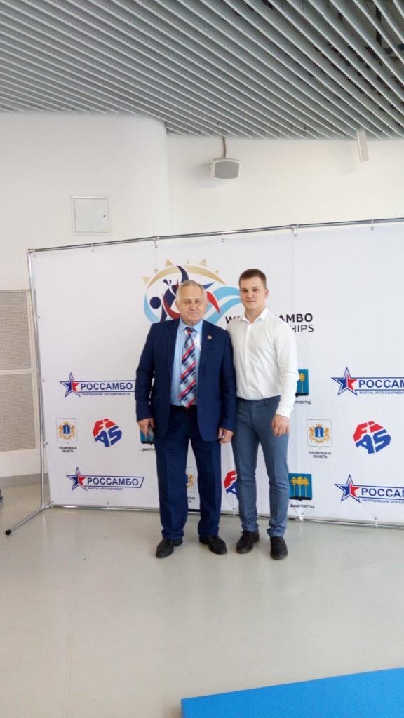 С первым президентом международной федерации самбо Тихомировым Михаилом Ивановичем.