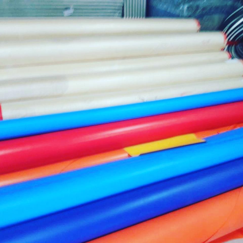 Гора запасов сырья для производства борцовских ковров от РОССАМБО